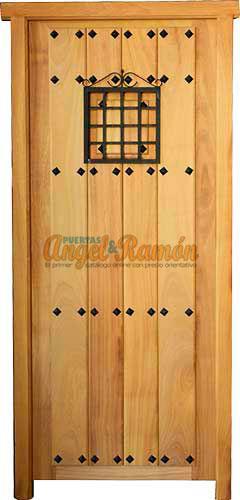 Modelo c 33 puerta r stica de madera exterior for Puertas principales de madera rusticas