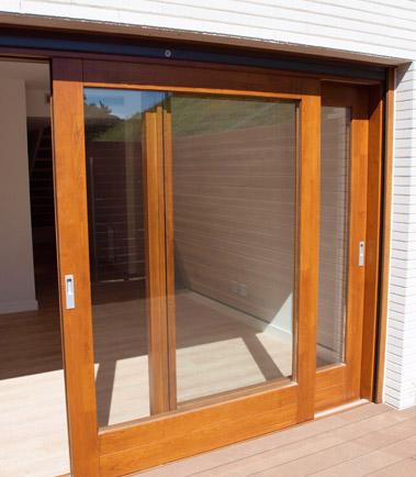 Ventanal corredero elevable v 17 for Modelos de puertas corredizas de madera
