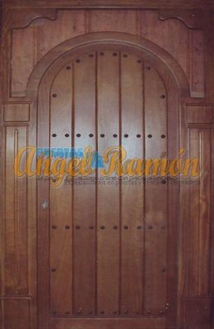 Modelo 079 puerta r stica de madera exterior for Puertas exterior madera rusticas precios