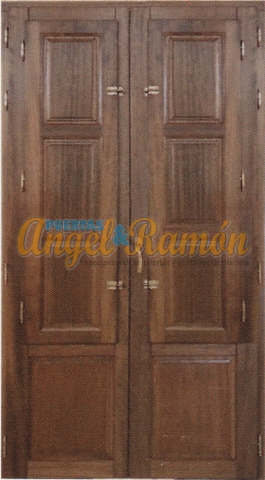 balcon madera,europeo con postigos pino rustico a medida ventanal pino iroko