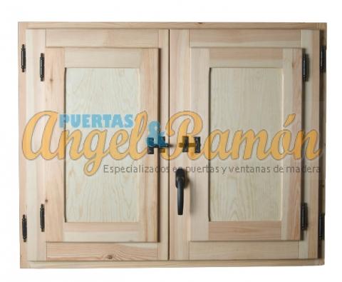 ventana madera con contraventanas lisas