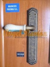 detalle de una manilla para puertas rústicas