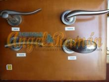 manillas metálicas para puertas