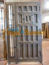 parte de una puerta de madera