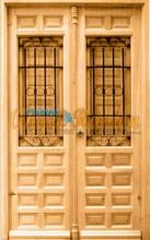 puerta-calle-madera-2hojas-rusticas-porton-exterior-entrada-rejas-forja-pino-iroko-amedida-barata-oferta-ventanillos-