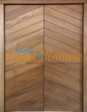 puerta de madera exterior de doble hoja iroko rustica moderna amedida artesanal pino barata oferta exterior rayada vanguardista