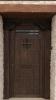puerta rústica de exterior con ventanuco y clavos-madera-forja-mensulas-artesnal-emvejecida-pino-oferta-porton entrada