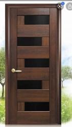 Puerta-calle-entrada-eporton-exterior-madera-maciza-iroko-moderna-vanguardista-oferta-barata-acristalada-amedida